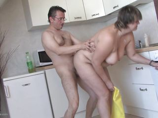 Порно зрелых баб в очко
