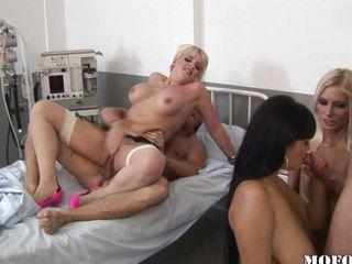 Порно видео чулки зрелые секретарши